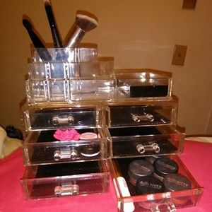 Makeup holder(makeup not included)